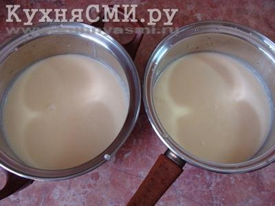 Жидкую массу разделить на две одинаковые порции