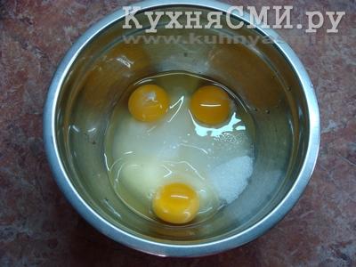 Яйца соединить с сахаром
